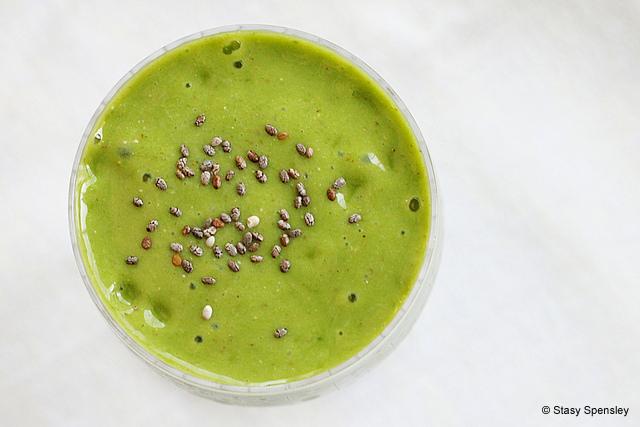 Grüner Smoothie mit Weizengras