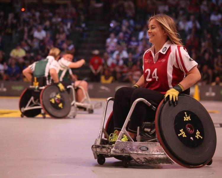 Rollstuhlfahrerin bei Sport