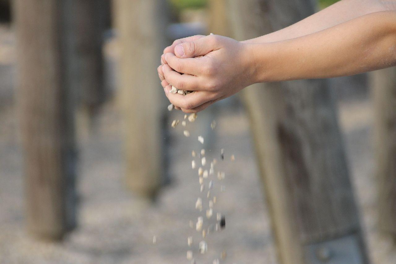 Sandspiel-Therapie - Rieselnder Sand